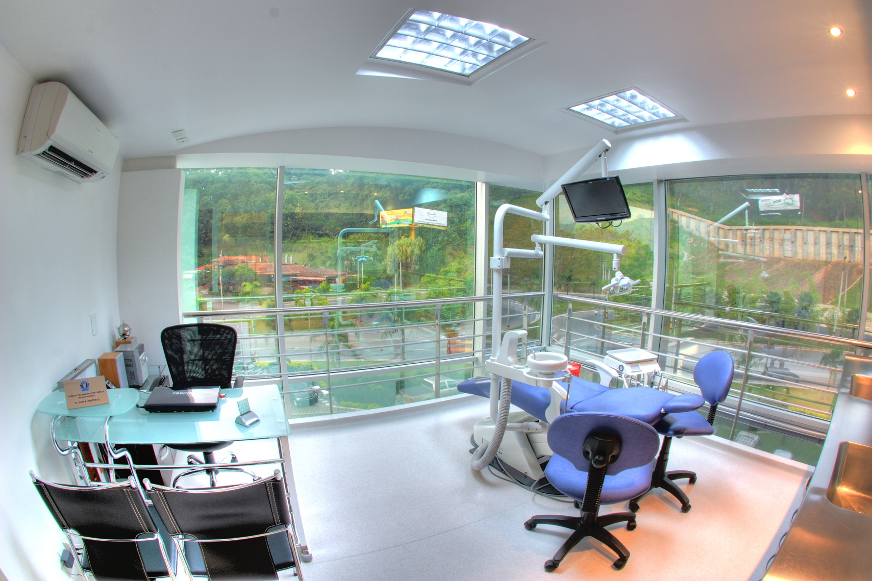 Medellin English Speaking Dentist