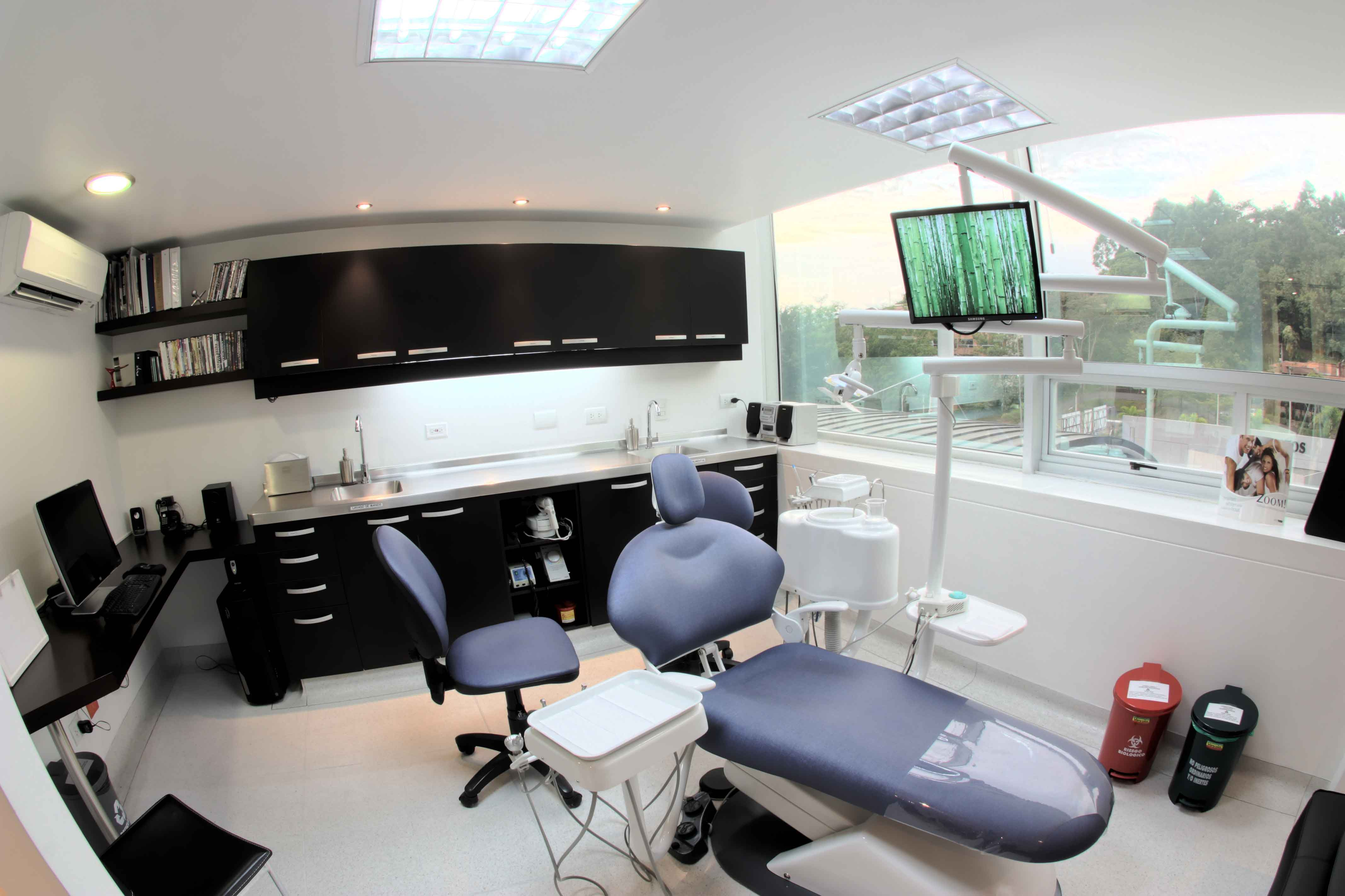 English Speaking Dentist Medellin